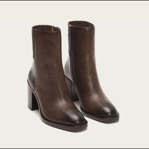 Frye Pia Chelsea Leather Boot 7 Slate. $358 Retail